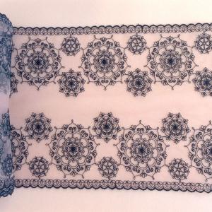 Вышивка на сетке 19см телесный с черными цветами